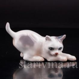 Фигурка из фарфора Играющий котёнок, миниатюра Dahl Jensen, Дания, сер. 20 в.